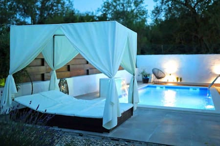Anchi Holiday House