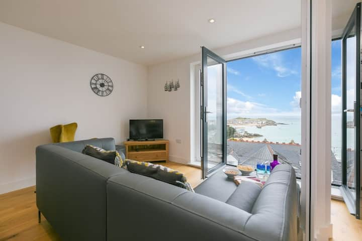 Wave Watching, Stunning Sea Views - St Ives – Sleeps 6 – On-Site Parking for One Car
