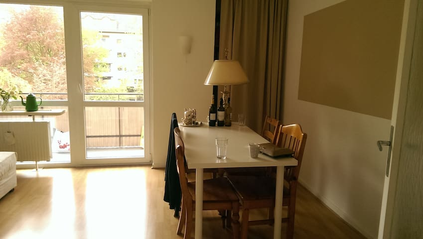 Elegant and cosy appartment in green neighborhood - Düsseldorf - Daire