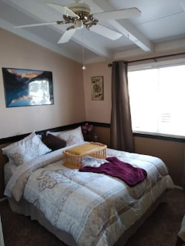 Clean Newly Refurbished Bedroom near Disneyland