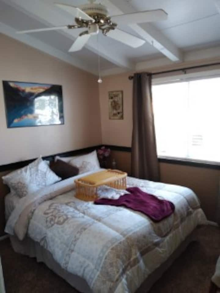 Clean Newly Refurbished Bedroom near Disneyland
