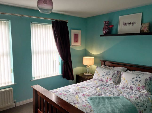 Spacious room for 3 with en suite in Ballymoney