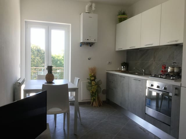 NEW APARTMENT NEXT TO THE AIRPORT AND SERVICES - Samarate - Huoneisto