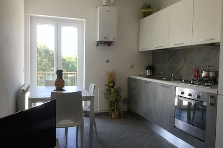 NEW APARTMENT NEXT TO THE AIRPORT AND SERVICES - Samarate - Appartamento