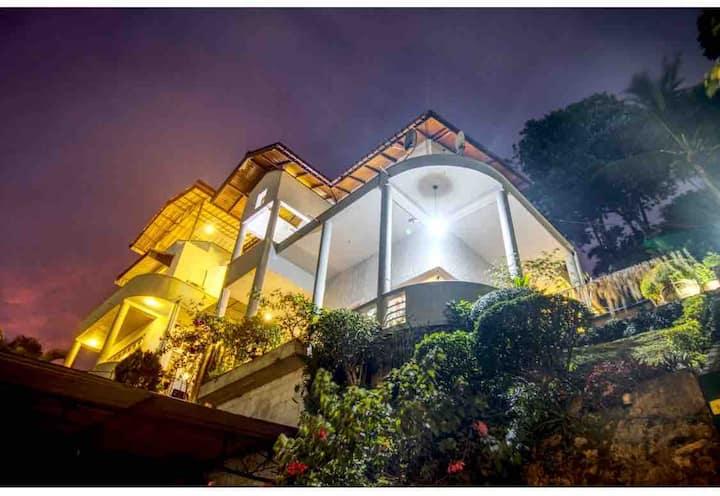 Marvel Hills Kandy - Luxury Triple Room -1 Km/City