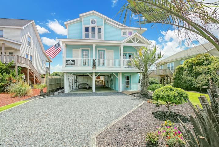 Welcome to Blue Turtle!  4 bedroom 4.5 bath Ocean Front Home with Beach Front Hot Tub!