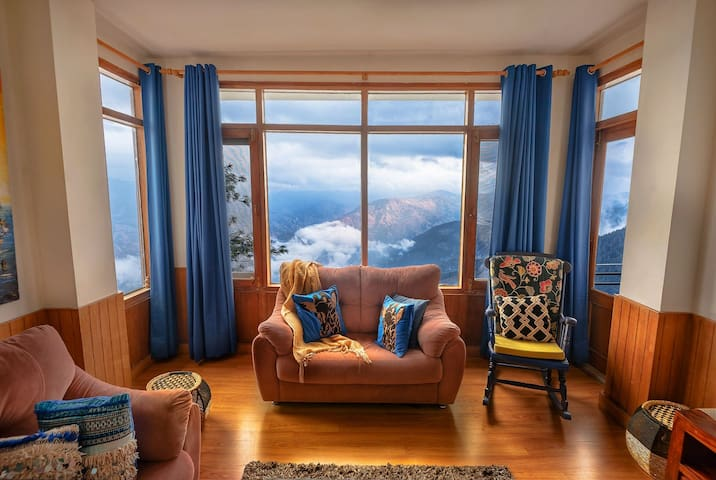 The Berry-Cove,  a warm 4 BHK serviced unit Shimla