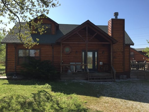 A beautiful cabin at Lake Tenkiller!