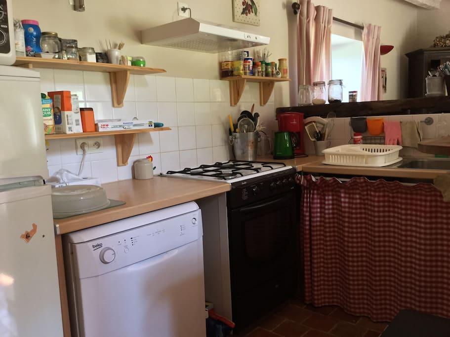 Espace cuisine gaziniere lave vaisselle