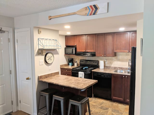 Well stocked kitchen with full size appliances.  You will find all the essentials to whip up a meal or a picnic to take on your hike or trip to the beach.
