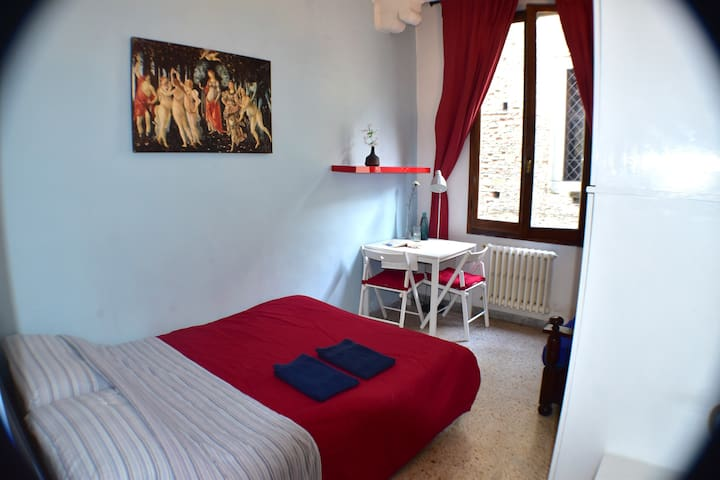 Nice room in the centre of Florence