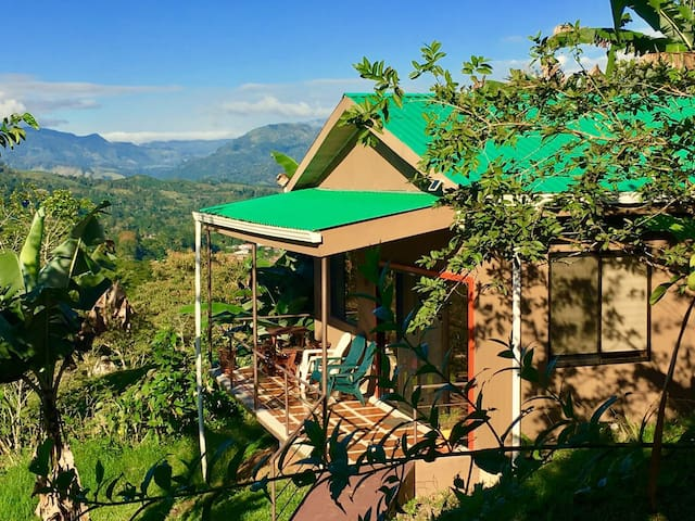 Cozy Cottage with View in Turrialba - Turrialba