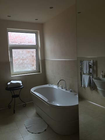 Luxury master room large en-suite
