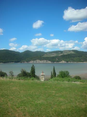 Bellissima villa in riva al lago con giardino - Baschi