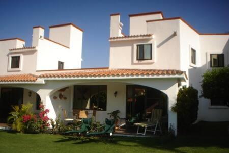 Casa en Fracc. Santa Fé Social Golf Club / Morelos - Xochitepec - Casa