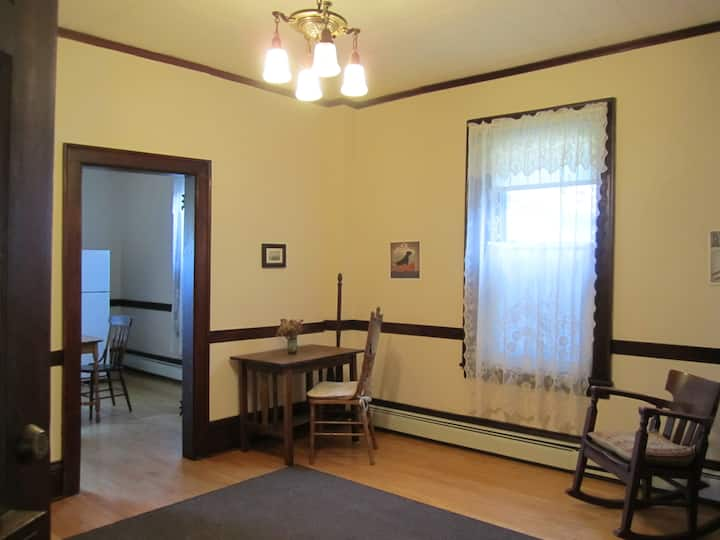 Comfortable Downtown Apartment - #3