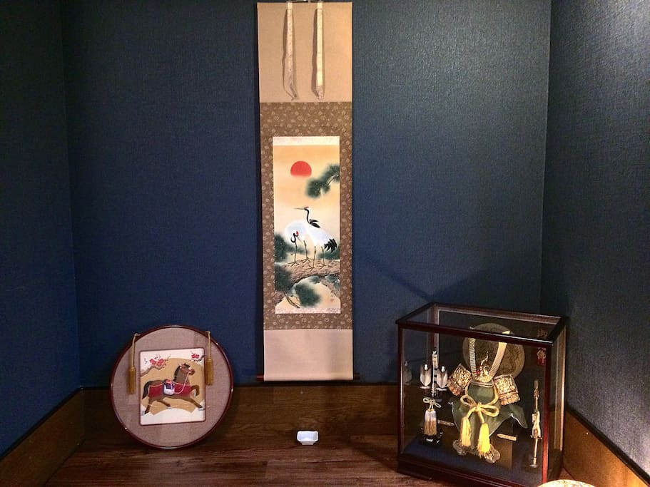 Japanese living room with an alcove