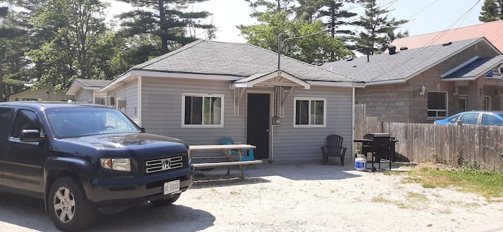 Wasaga cottage #5 meters to the beach sleeps 8.