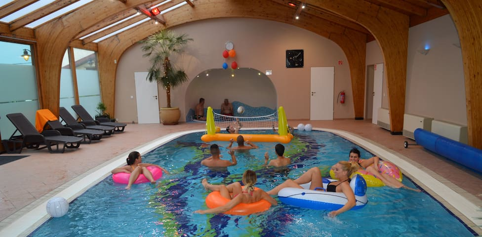 Buliház Gödöllőn privát beltéri medencével