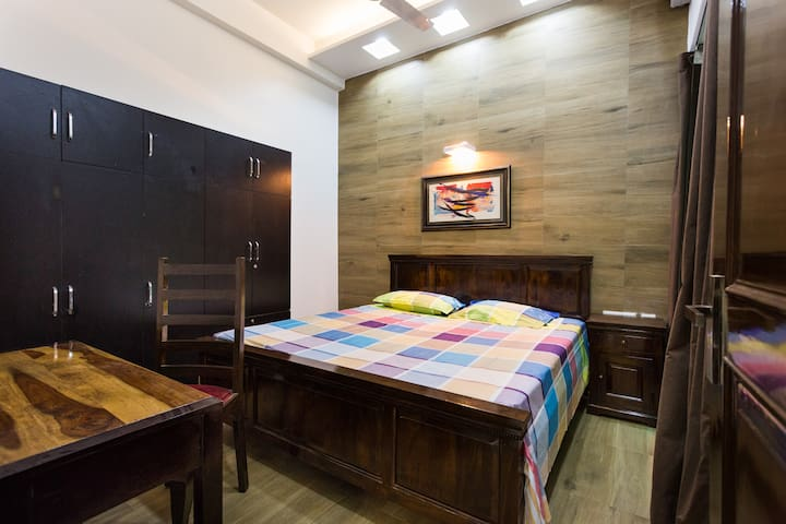 Comfortable room in Greater Noida - Greater Noida - Apartamento