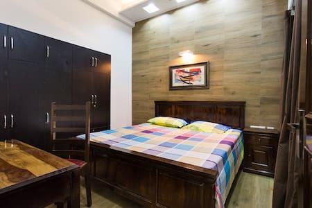 Comfortable room in Greater Noida - Greater Noida