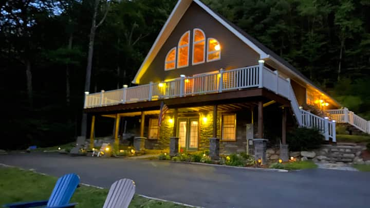 Hudson River Chalet with Jacuzzi Tub and WiFi