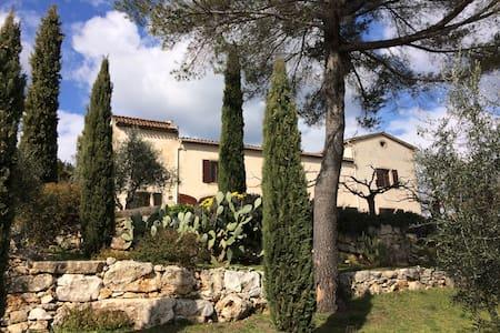 Maison de charme con piscina immersa tra gli ulivi - Saint-Cézaire-sur-Siagne