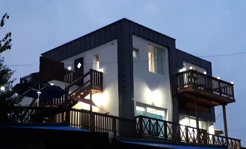 D0룸(1층) [남해 동몽] 양떼목장 문항어촌체험마을 테라스바베큐 남해바다 하동짚라인