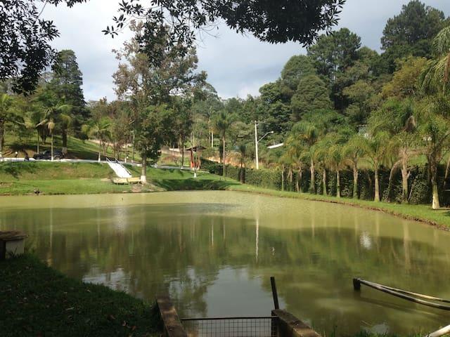 Chácara - Campo de futebol, piscina e churrasco - Vargem Grande Paulista - Huis