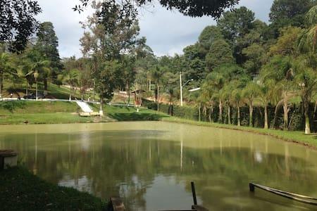 Chácara - Campo de futebol, piscina e churrasco - Vargem Grande Paulista