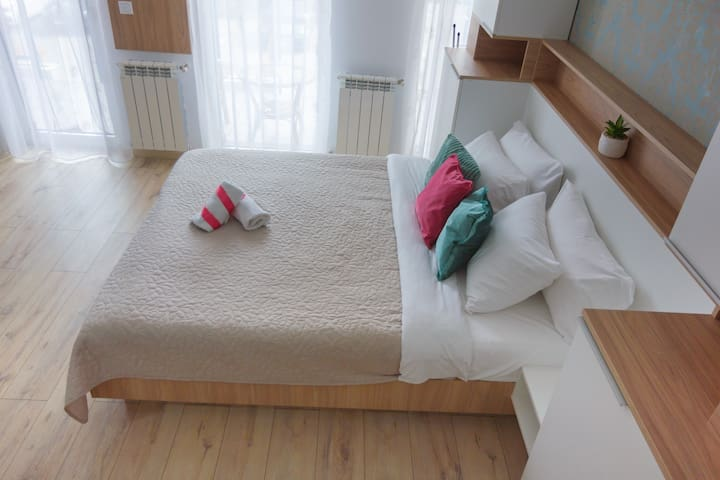 Perfect, Relaxing King Bed Suite+Free Parking+WiFi