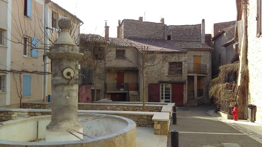 Maison familiale dans village ancien de Provence