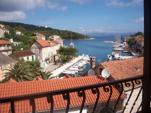 4 Bedroom Villa with Sea View near the Beach - Maslinica - House