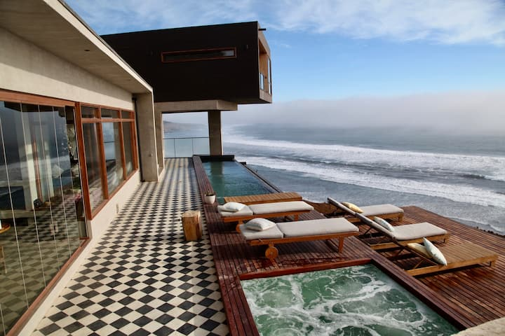 Casa Cliff. 4 suites frente al mar.
