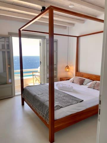 Master Bedroom Groundfloor with En-suite-Bathroom