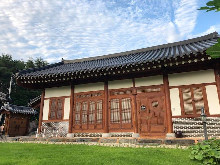 이층한옥-언택트형 독채한옥; Gorgeous Traditional Korean House