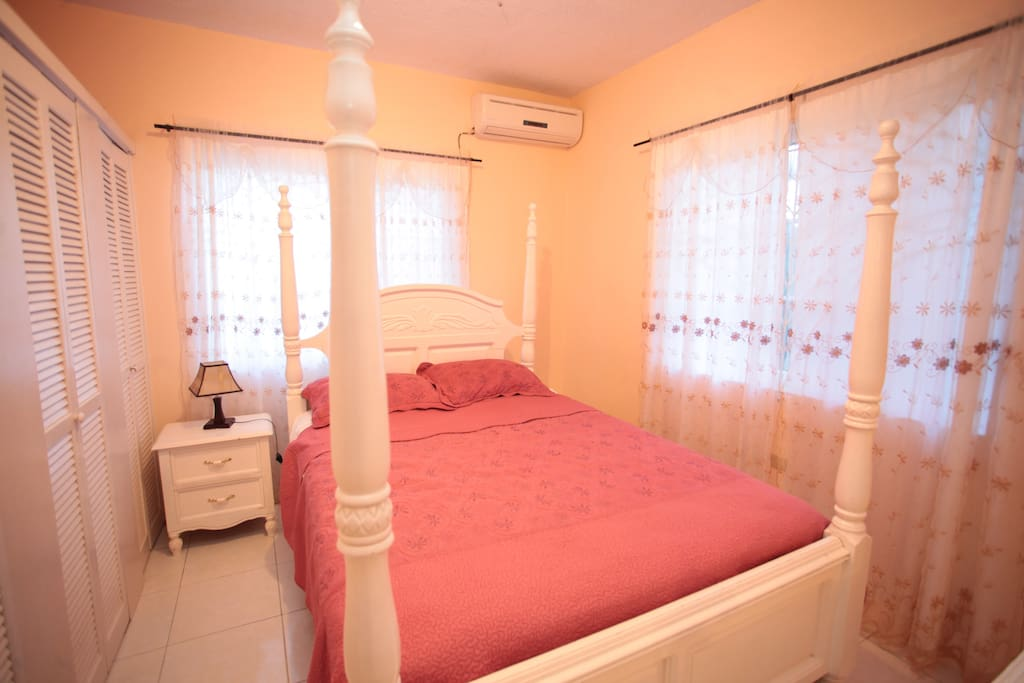 Bedroom with king size bed and AC in 2 bedrooms apartment