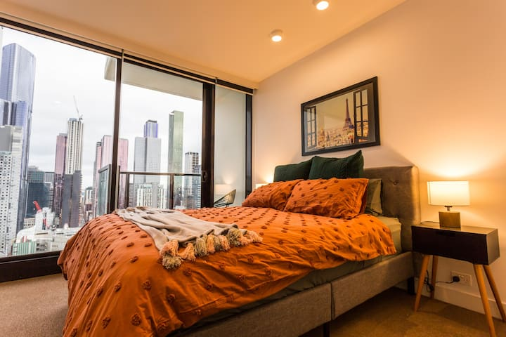 Master Bedroom with Queen Size Bed (Hotel Grade Mattress)