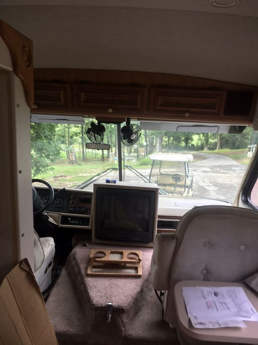 This picture shows the front part of the RV, the TV is pictured but there is no service to the TV.
