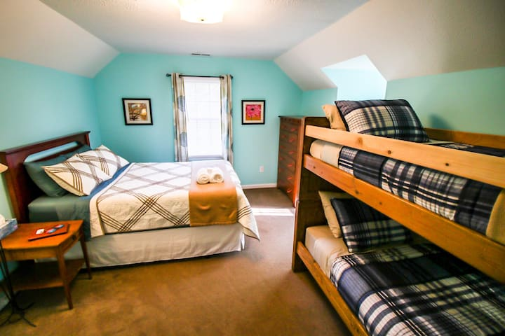 Book the Cozy Blue Guest Room - Long or Short Term