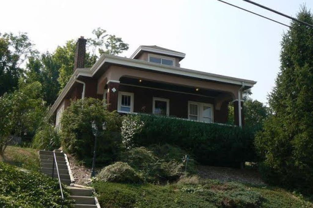1920's brick bungalow character home,convenient to downtown Cincinnati,great view of Labor Day Fireworks!