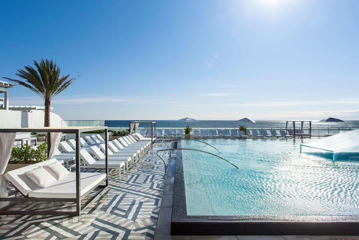Ocean & Intracoastal Waterway views/Bedroom Suite