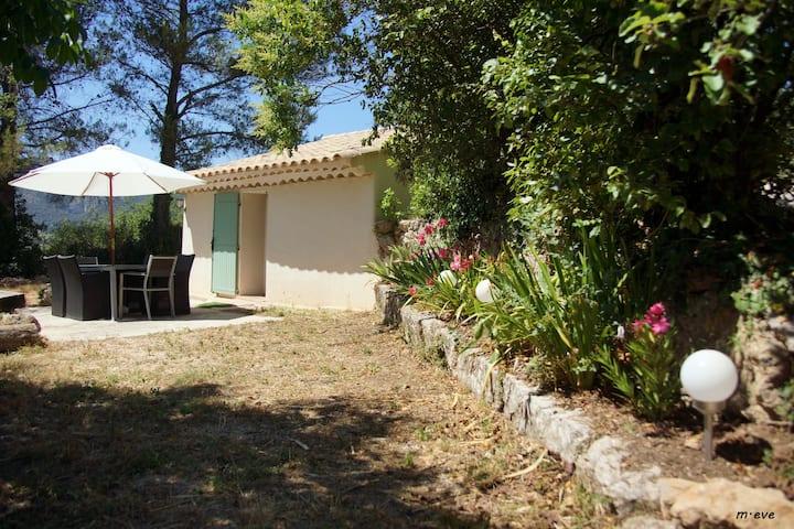 Véritable Cabanon Provençal en pierre restauré.
