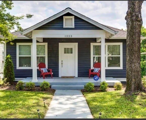 Cute and Convenient East Nashville Cottage