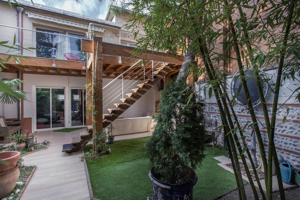 Jolie maison centre ville pr s jardin des plantes villas for Piscine jardin toulouse