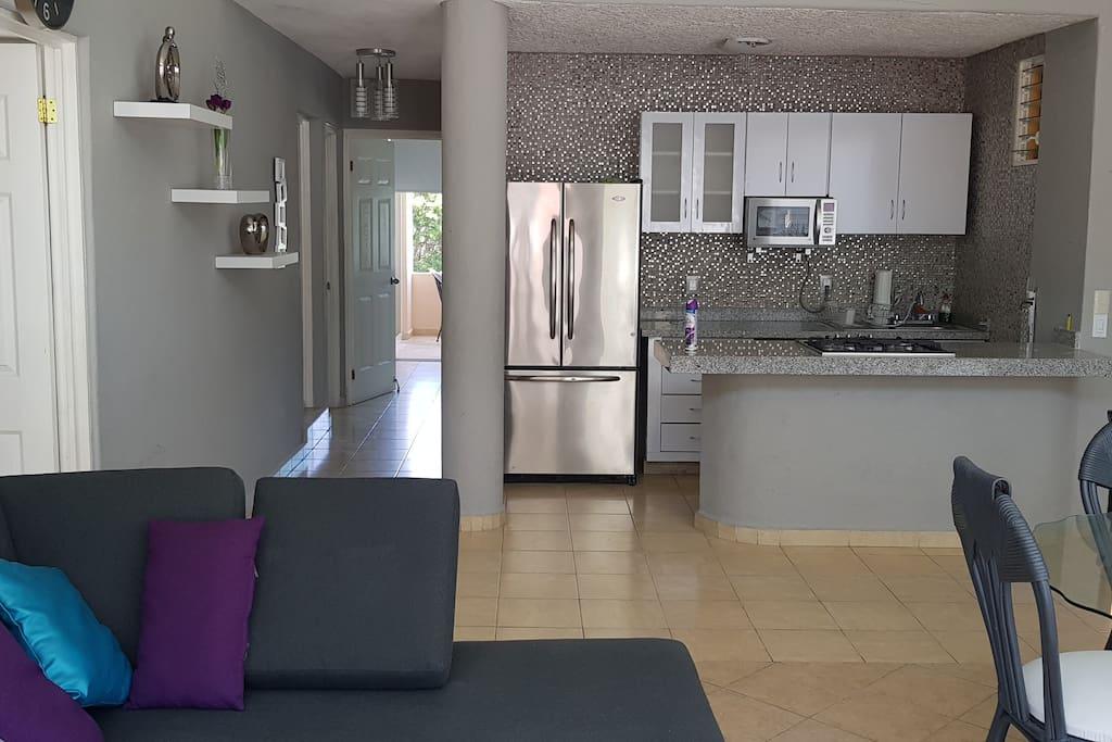 Cocina, sala y comedor