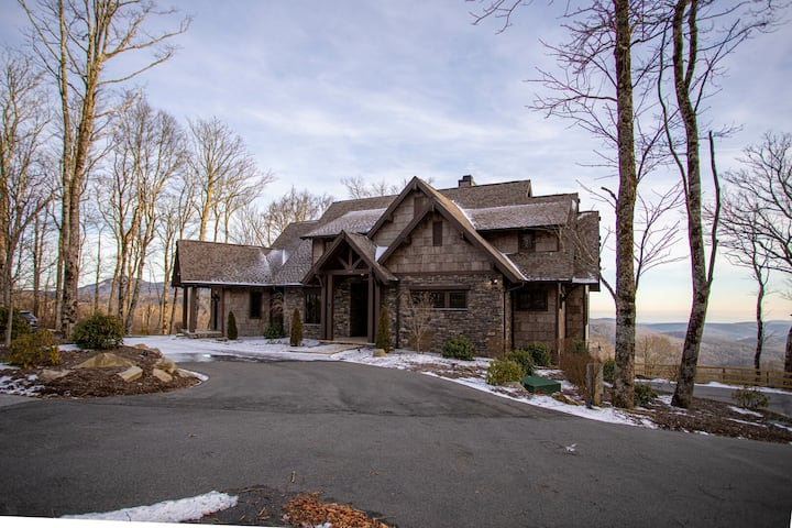 Four Seasons - LUXURY! Stunning Views, Great for Large Groups, Hot Tub