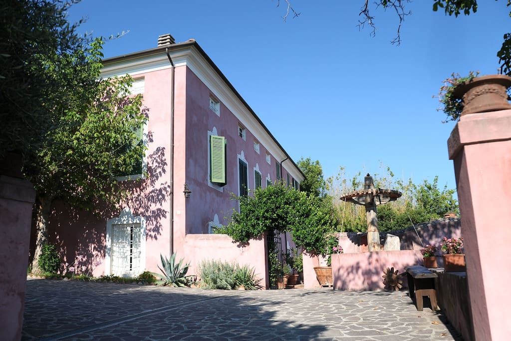 Square before the entrance of the Villa