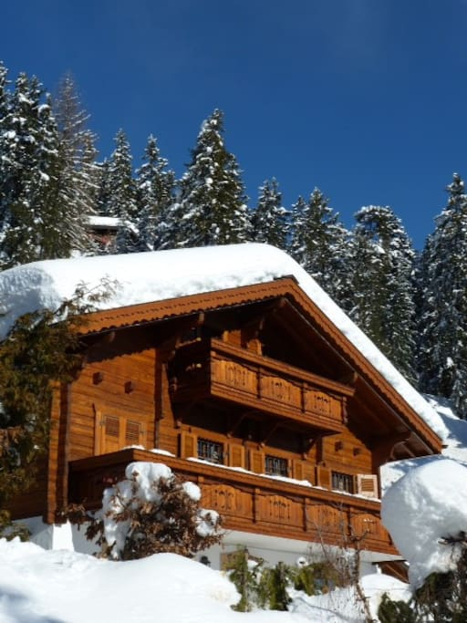 5 min walk to the ski area