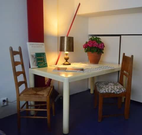 Knusse studio in bijzonder pand, eigen opgang.